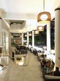 Händande upptagen fullsatt stång i Noumea Royaltyfria Foton