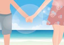 Händchenhalten des glücklichen Paars auf Seehintergrund Stockfotografie