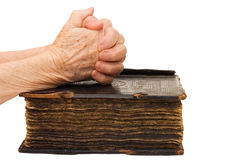 Hände auf der Bibel Stockfoto