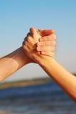 Hände auf Himmel Lizenzfreie Stockbilder
