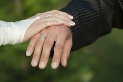 Hände auf Hochzeit Stockfoto