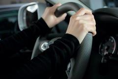 Hände auf Rad Lizenzfreies Stockbild