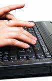 Hände auf Tastatur stockfotografie