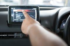 Hände berühren den LCD stockfotografie