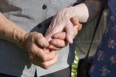Hände der alten womans Stockfoto