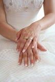 Hände der Braut Stockbild