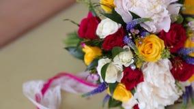 Hände der Braut und des Bräutigams stock video