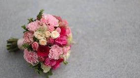 Hände der Braut und des Bräutigams stock footage