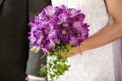 Hände der Braut und des Bräutigams Stockfoto