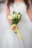Hände der Braut und des Bräutigams Lizenzfreies Stockfoto