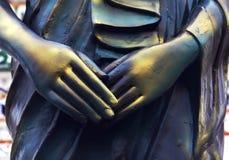 Hände der Buddha-Statue Stockbilder