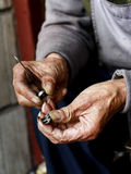 Hände in der Handwerksarbeit Lizenzfreie Stockfotografie