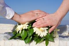 Hände der Paare Stockfotos