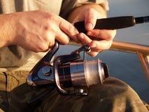 Hände des Fischers Lizenzfreie Stockfotos
