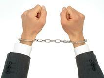 Hände des Geschäftsmannes in den Handschellen Stockfotografie