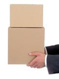 Hände des Geschäftsmannes, die Pakete anhalten Stockfotos