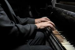 Hände des Musikers Lizenzfreies Stockfoto
