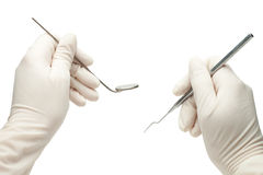 Hände des Zahnarztes seine Hilfsmittel anhalten Stockfotografie