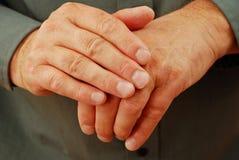 Hände, die aufgesprungen werden Stockbild