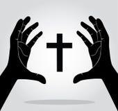Hände, die das Kreuz halten Stockbild