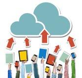 Hände, die Digital-Gerät-Wolken-Vernetzung halten Stockbild