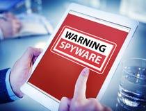 Hände, die Digital-Tablet Spyware halten Stockbilder