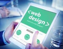 Hände, die Digital-Tablet-Webdesign halten Stockbild
