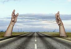 Hände, die Drähte halten Lizenzfreies Stockbild