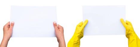 Hände, die ein Blatt Papier halten Stockbilder