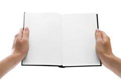 Hände, die ein geöffnetes Buch mit Leerseiten anhalten Stockbilder