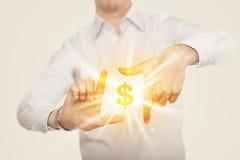 Hände, die eine Form mit Dollarzeichen schaffen Lizenzfreies Stockbild