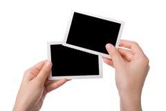 Hände, die eine Fotographie anhalten Stockfotografie