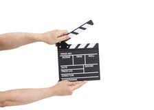 Hände, die Film clapperboard halten lizenzfreie stockfotos