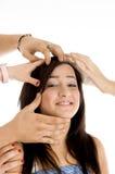 Hände, die Gesicht des Mädchens anhalten Stockfotos
