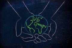 Hände, die Kugel, Konzept der grünen Wirtschaft halten Stockfotografie