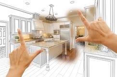 Hände, die kundenspezifische Küchen-Konstruktionszeichnung und Foto Combinatio gestalten lizenzfreie stockfotografie