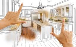 Hände, die kundenspezifische Küchen-Konstruktionszeichnung und Foto Combinatio gestalten stockfotografie