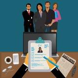Hände, die Lebenslauf-Profil halten, um von der Gruppe Geschäftsleuten zu beschließen anzustellen, interviewen, Stunde, Vektor-Il Stockbilder