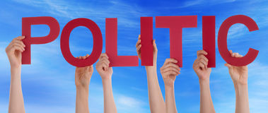 Hände, die rotes gerades Wort-diplomatischen blauen Himmel halten lizenzfreie stockfotografie
