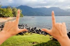 Hände, die schönen Hanalei Schacht gestalten Stockfotografie