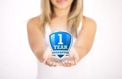 Hände, die schützendes Schild anhalten Lizenzfreies Stockfoto