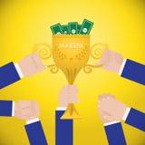 Hände, die Siegertrophäencup halten Flaches Artkonzept des Erfolgstraumteams ENV 10 Stockfoto