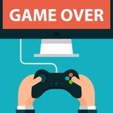 Hände, die Steuerknüppel und Bildschirm Spiel halten Lizenzfreie Stockfotos