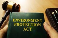 Hände, die Umweltschutztat halten lizenzfreie stockfotografie