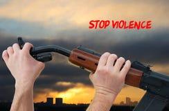 Hände, die Waffengewalt stoppen Lizenzfreie Stockfotografie