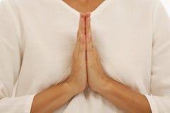 Hände, die Yoga tun Lizenzfreies Stockfoto