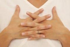 Hände, die Yoga tun Stockfotos