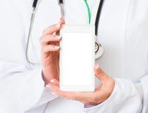 Hände Doktors mit Handy Lizenzfreies Stockbild