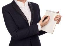Hände in einem Anzug, der Pen And Notebook hält Stockfotos