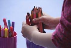 Hände eines Kindes engagiert Lizenzfreie Stockfotos